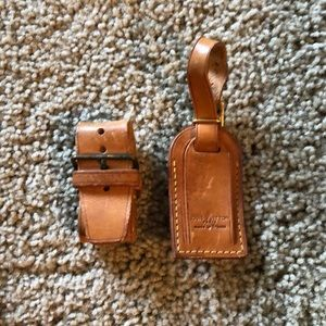 REPOSH ♥️Louis Vuitton luggage tag and belt